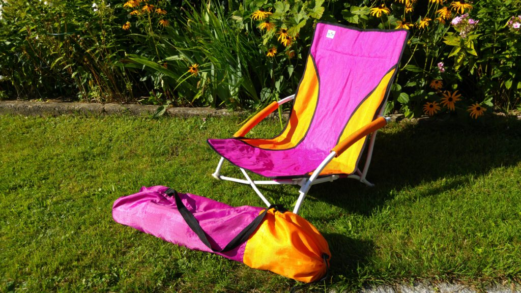 Foldable Beach Lounge Chair / Klappbarer Strandstuhl